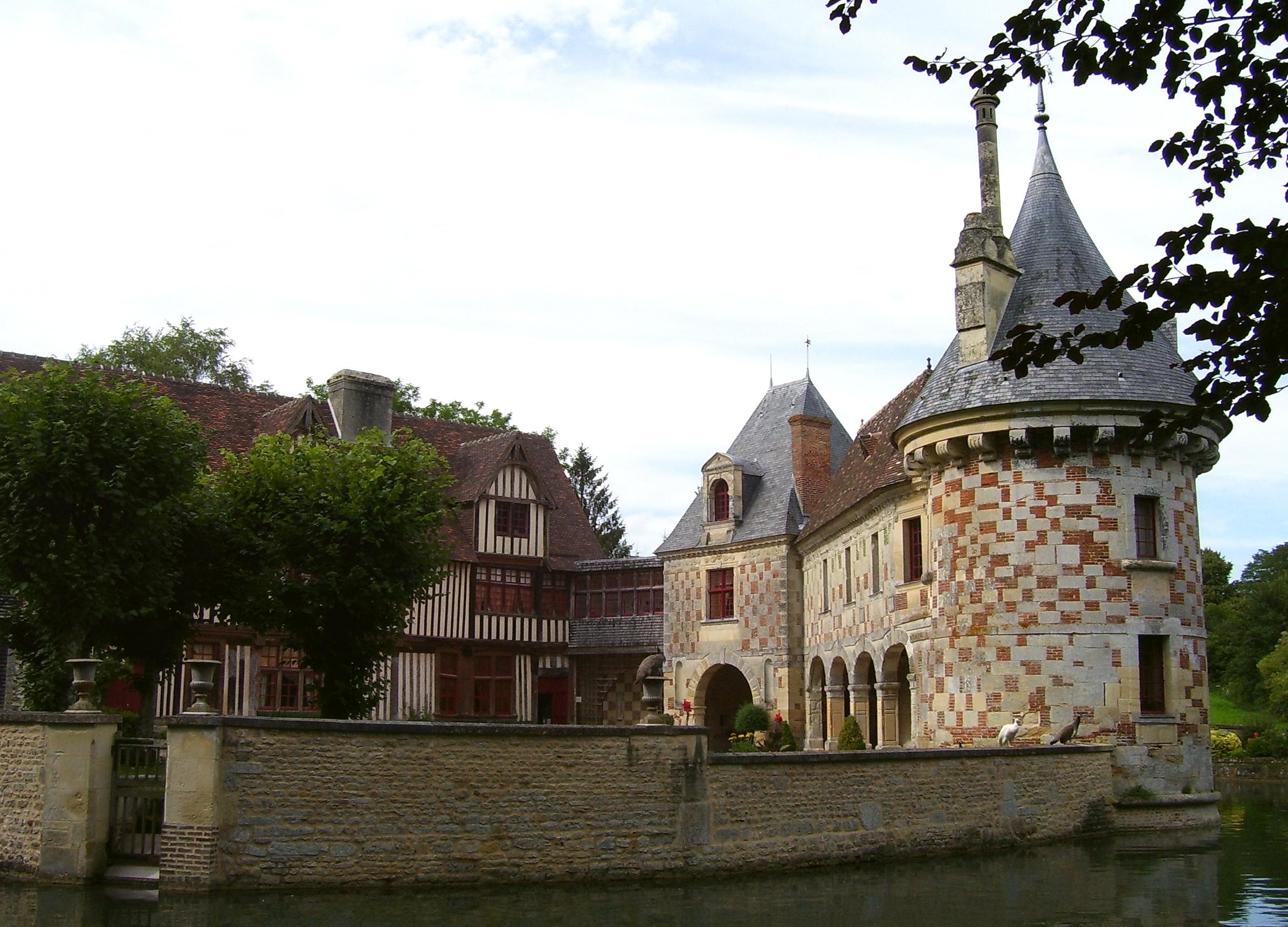 unn nochmal die Innenseite vom Schloss mit der Pfauenmauer, eigenes Foto (auf wikimedia commons), Lizenz:public domain