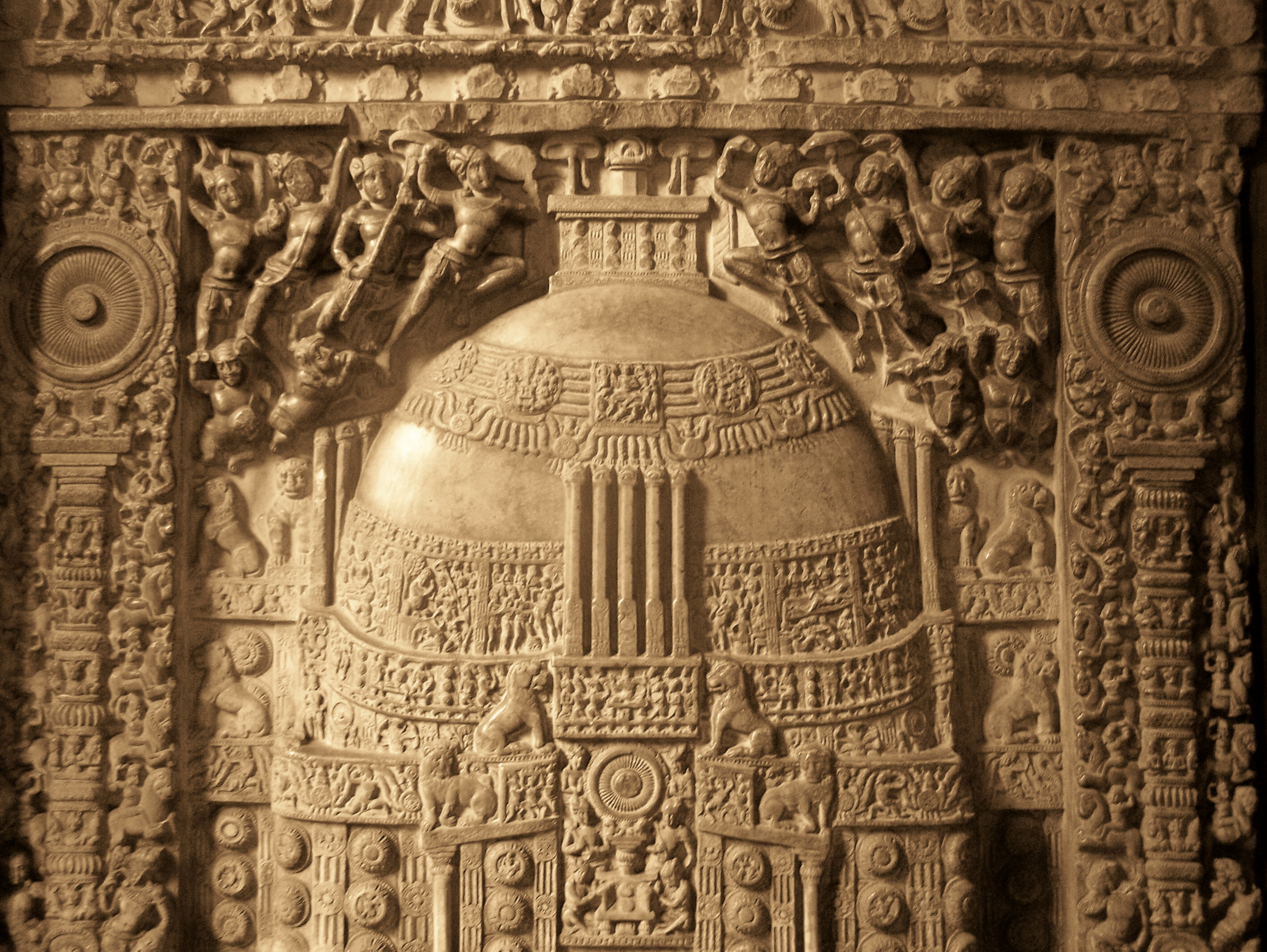 https://i0.wp.com/upload.wikimedia.org/wikipedia/commons/c/ce/Amaravati_Stupa_relief_at_Museum.jpg