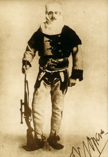 https://i0.wp.com/upload.wikimedia.org/wikipedia/commons/c/ce/Baron_Franz_Nopcsa_in_Albanian_uniform.jpg?resize=350%2C509