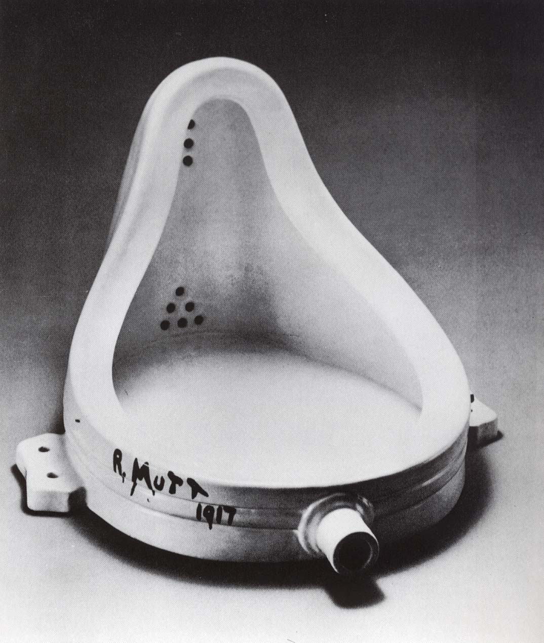 https://i0.wp.com/upload.wikimedia.org/wikipedia/commons/c/ce/Marcel_Duchamp.jpg