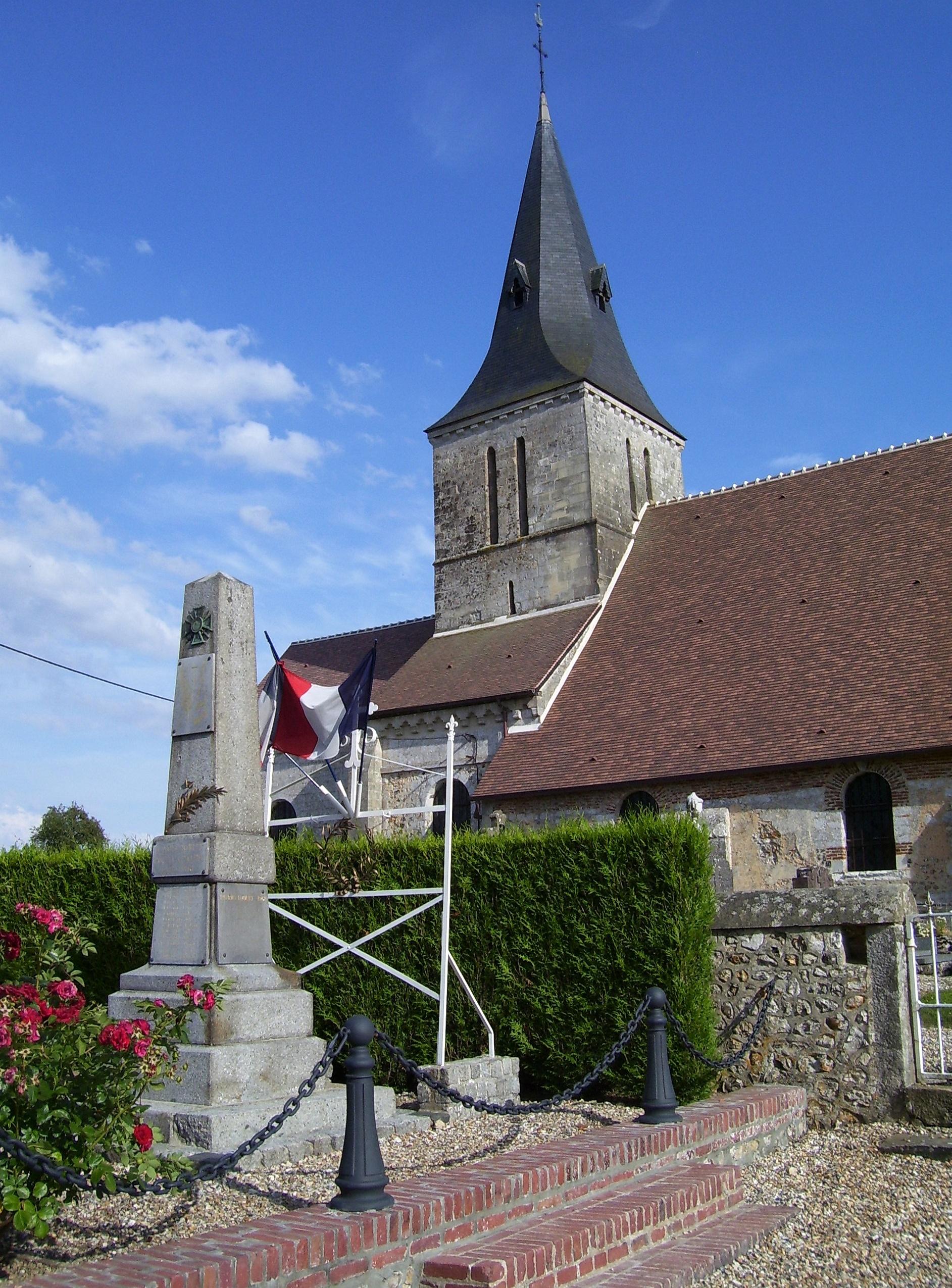 Kriegerdenkmal vor der Kirche, eigenes Foto, Lizenz: public domain/gemeinfrei