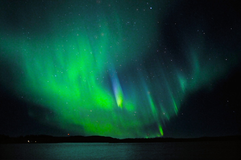 English: Northern Lights with very rare blue l...