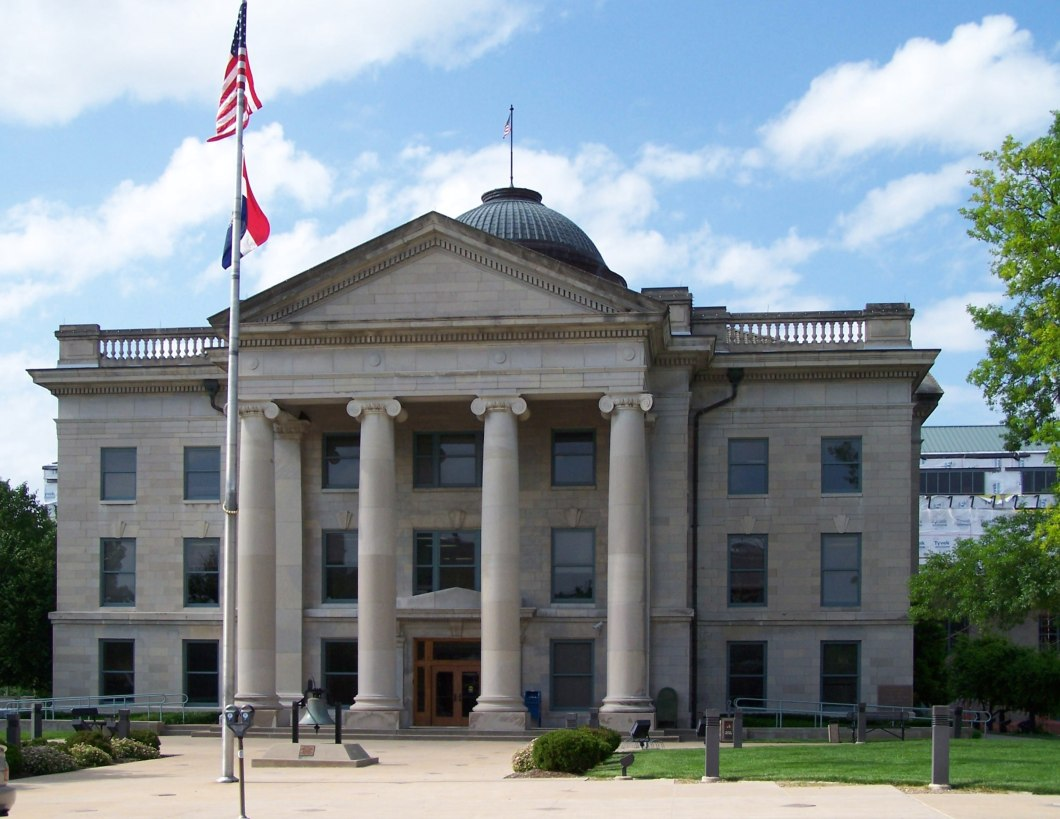 https://i0.wp.com/upload.wikimedia.org/wikipedia/commons/d/d0/Boone_County_Courthouse_in_Columbia%2C_Missouri.jpg?resize=1060%2C819&ssl=1