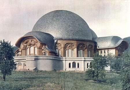 """Der Johannesbau bzw. das """"Erste Goetheanum"""", abgebrannt 1921, war natürlich von der """"Geistigen Welt"""" intendiert."""