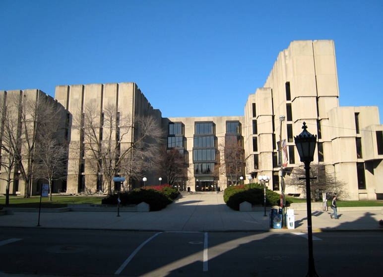 https://i0.wp.com/upload.wikimedia.org/wikipedia/commons/d/d0/Regenstein_Library_entrance2.jpg