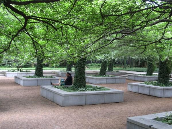 Chicago Art Institute North Garden