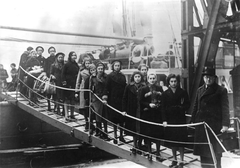 Kindertransport (Arrival of Jewish refugee children, London, Feb. 1939)