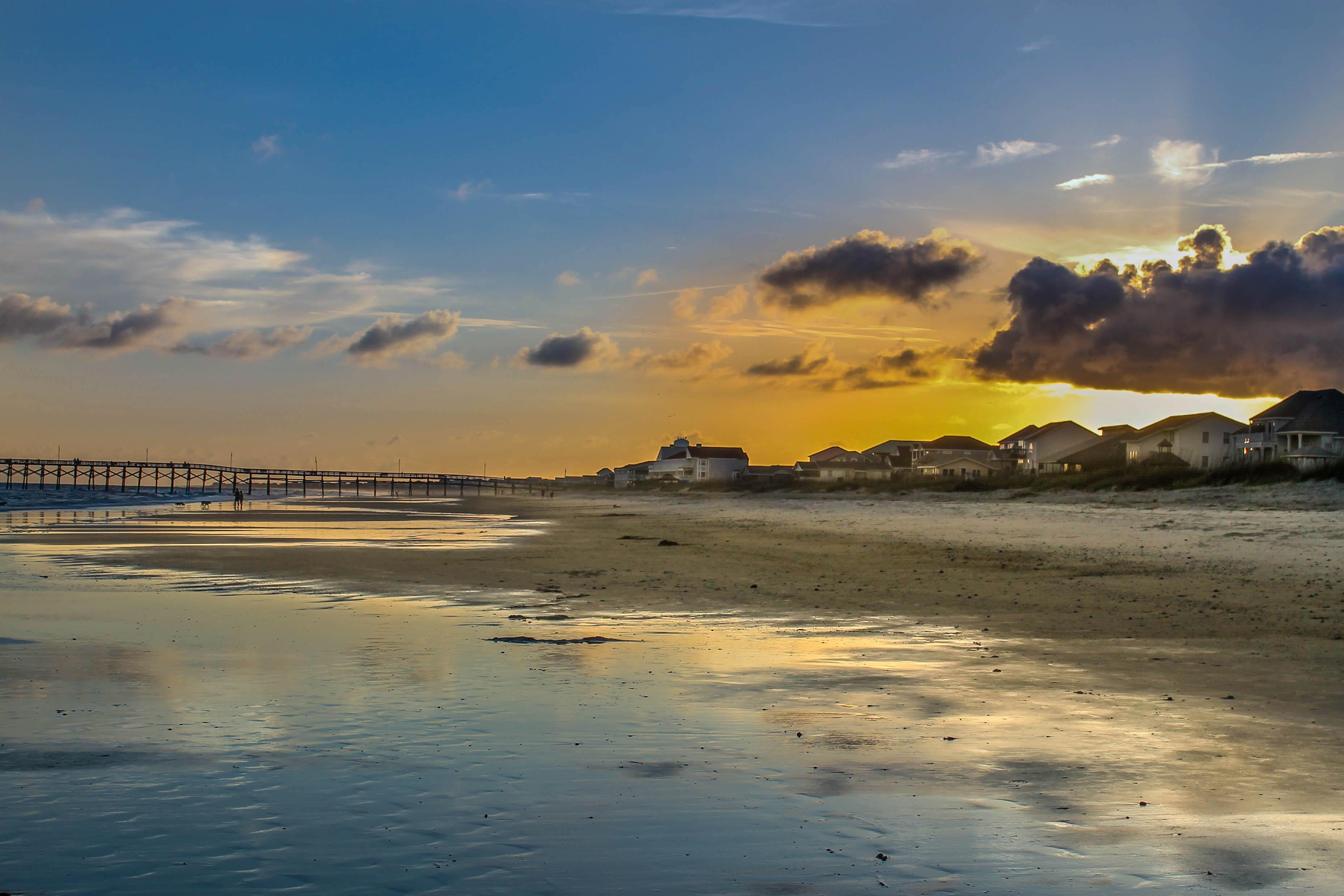 File:Oak Island NC Sunset.jpg - Wikimedia Commons