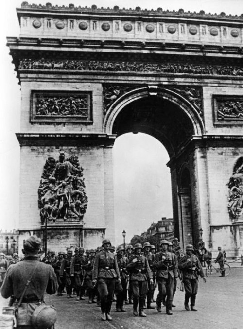 German troops at the Arc de Triomphe