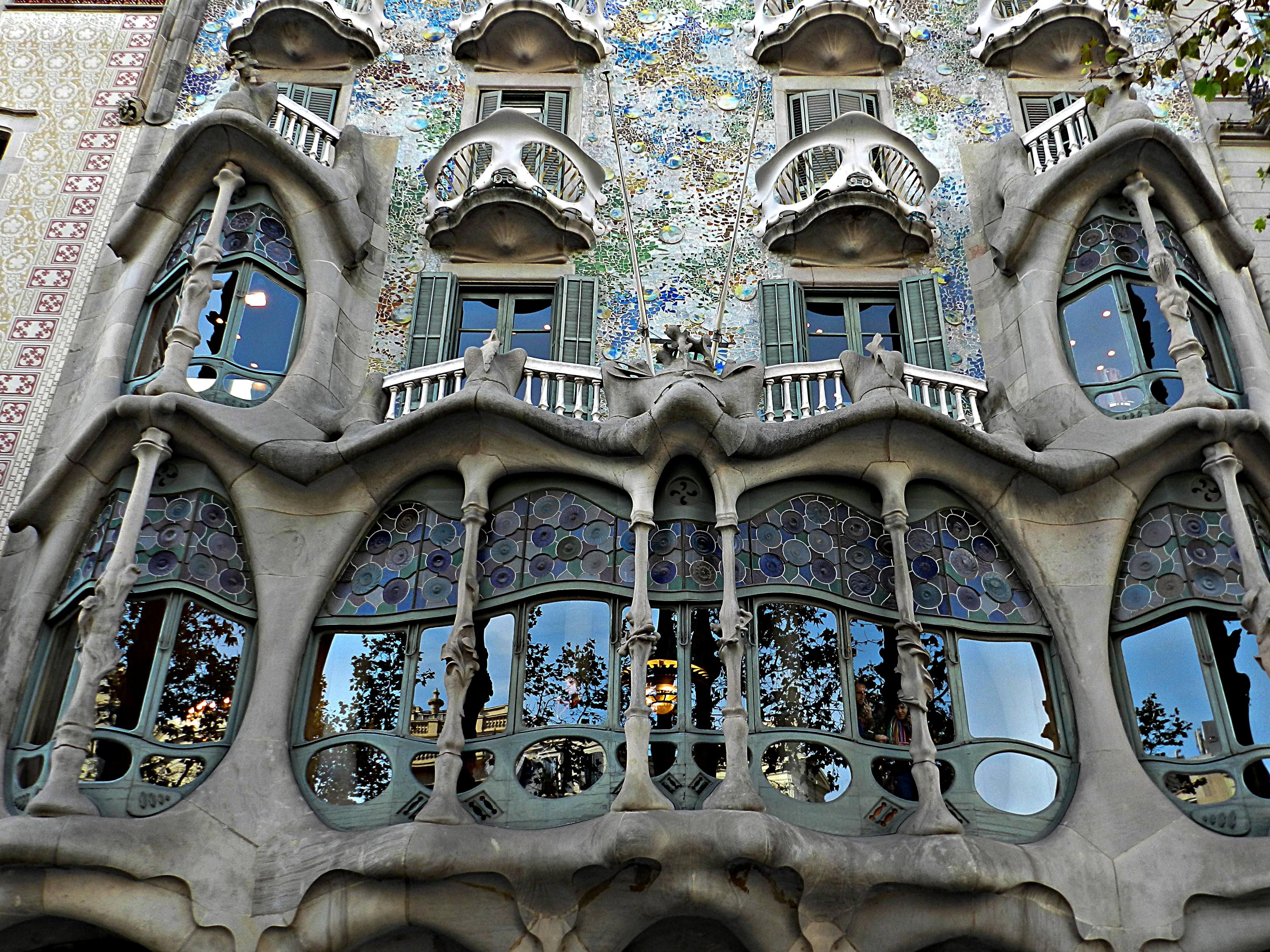 7 edificios de Gaud en Barcelona  vacaciona2