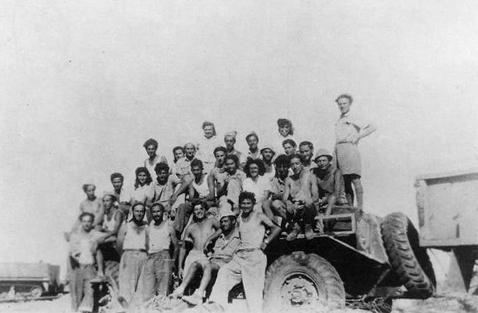 File:KfarDaromResidents1948.jpg