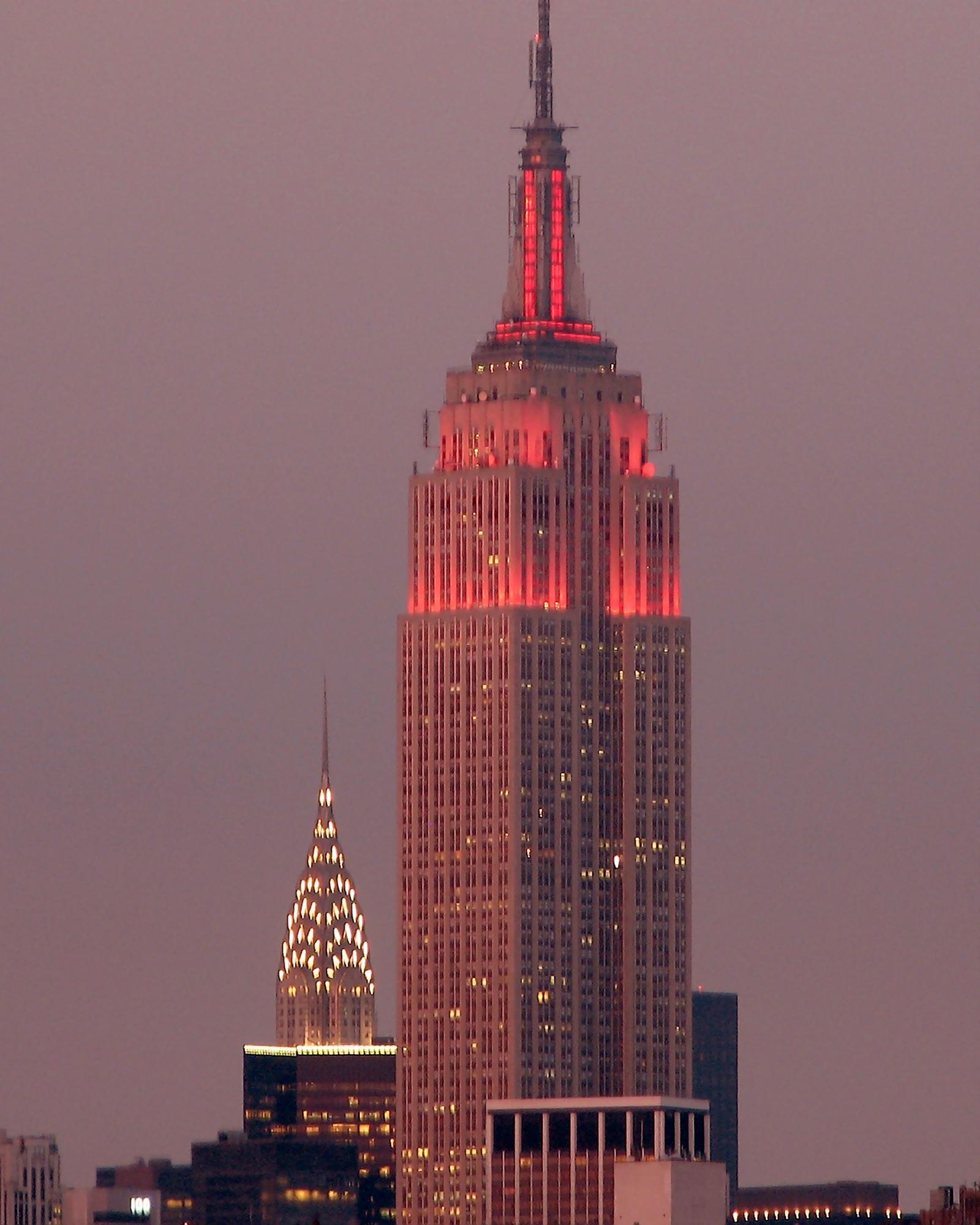 https://i0.wp.com/upload.wikimedia.org/wikipedia/commons/d/d2/Manhattan_at_Dusk_by_slonecker.jpg
