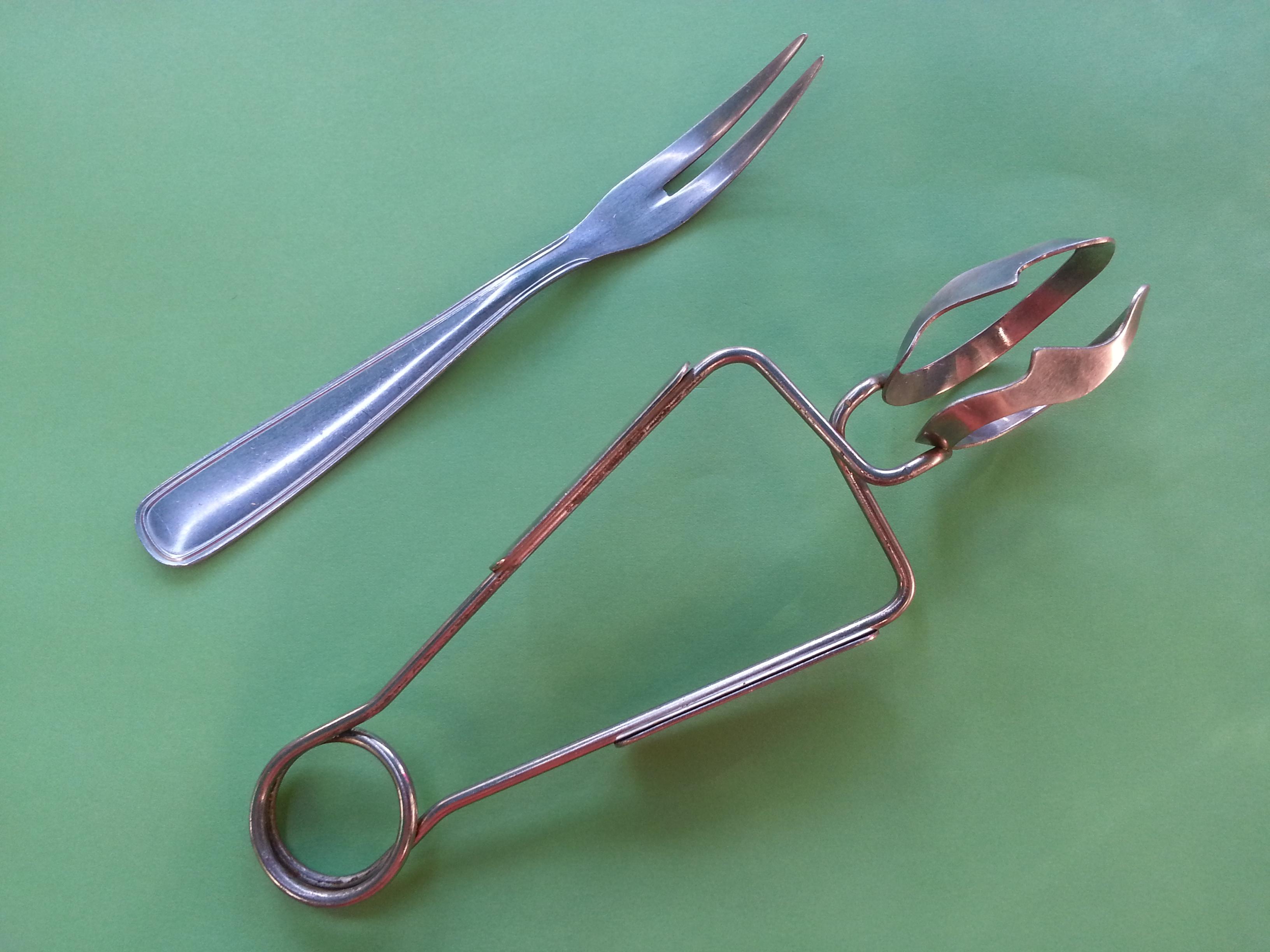 https commons wikimedia org wiki file pince et fourchette c3 a0 escargots jpg