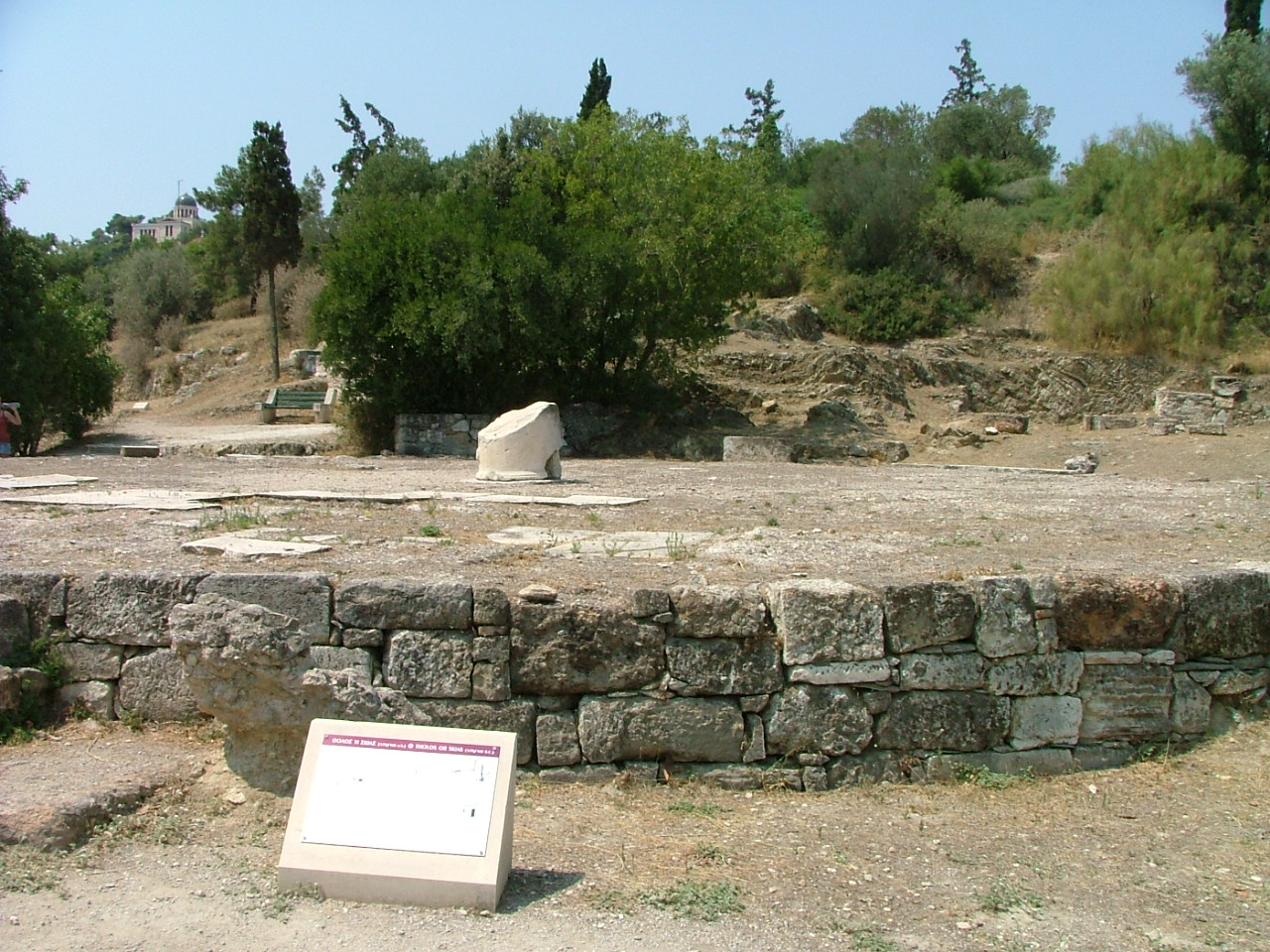 https://i0.wp.com/upload.wikimedia.org/wikipedia/commons/d/d2/Tholos_del_Agora_de_Atenas3.JPG