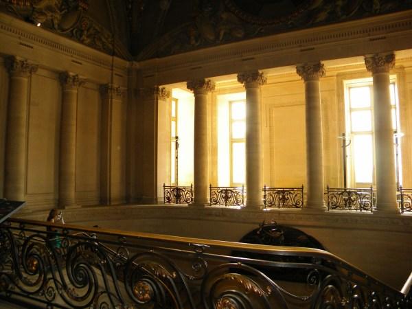 File Louvre Museum Interior Paris 1 - Wikimedia