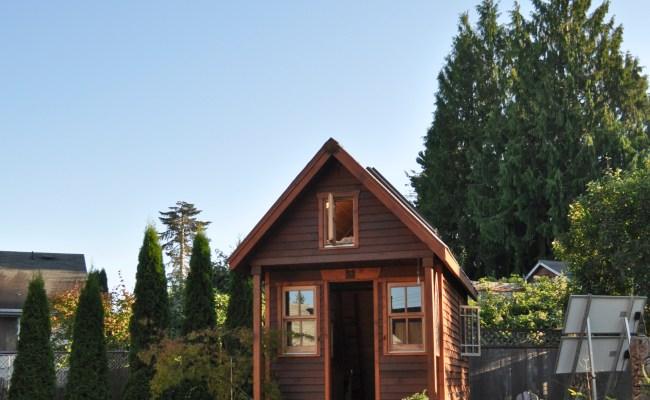 File Tiny House In Yard Portland Jpg Wikimedia Commons