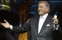 English: Tony Bennett performing at a Library ...