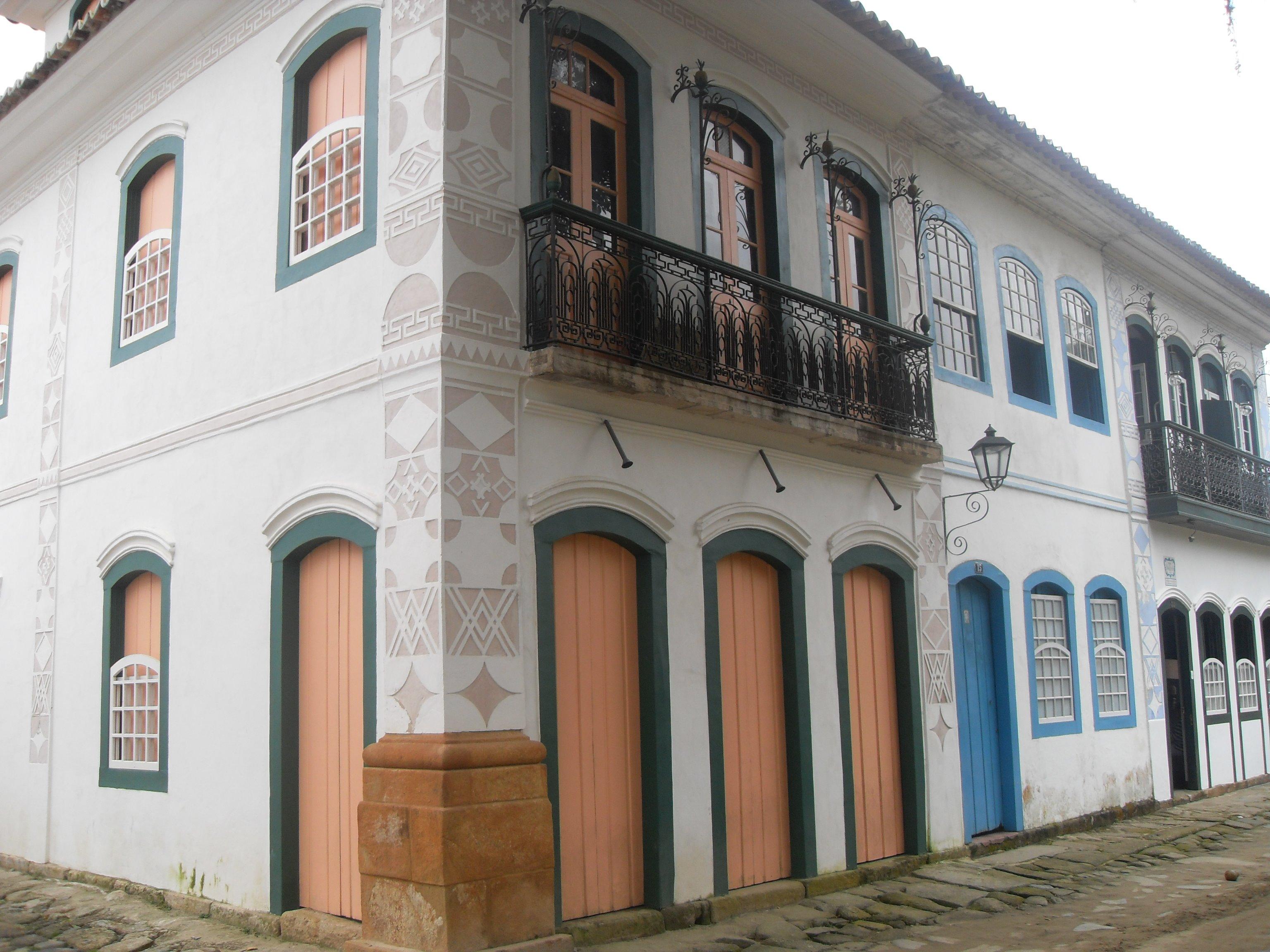 Português do Brasil: Casarões no centro histór...