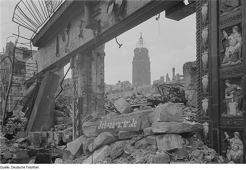 File:Fotothek df ps 0000072 Ruine der Mohrenapotheke.jpg
