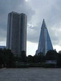 File Ryugyong Hotel Pyongyang - Wikimedia Commons