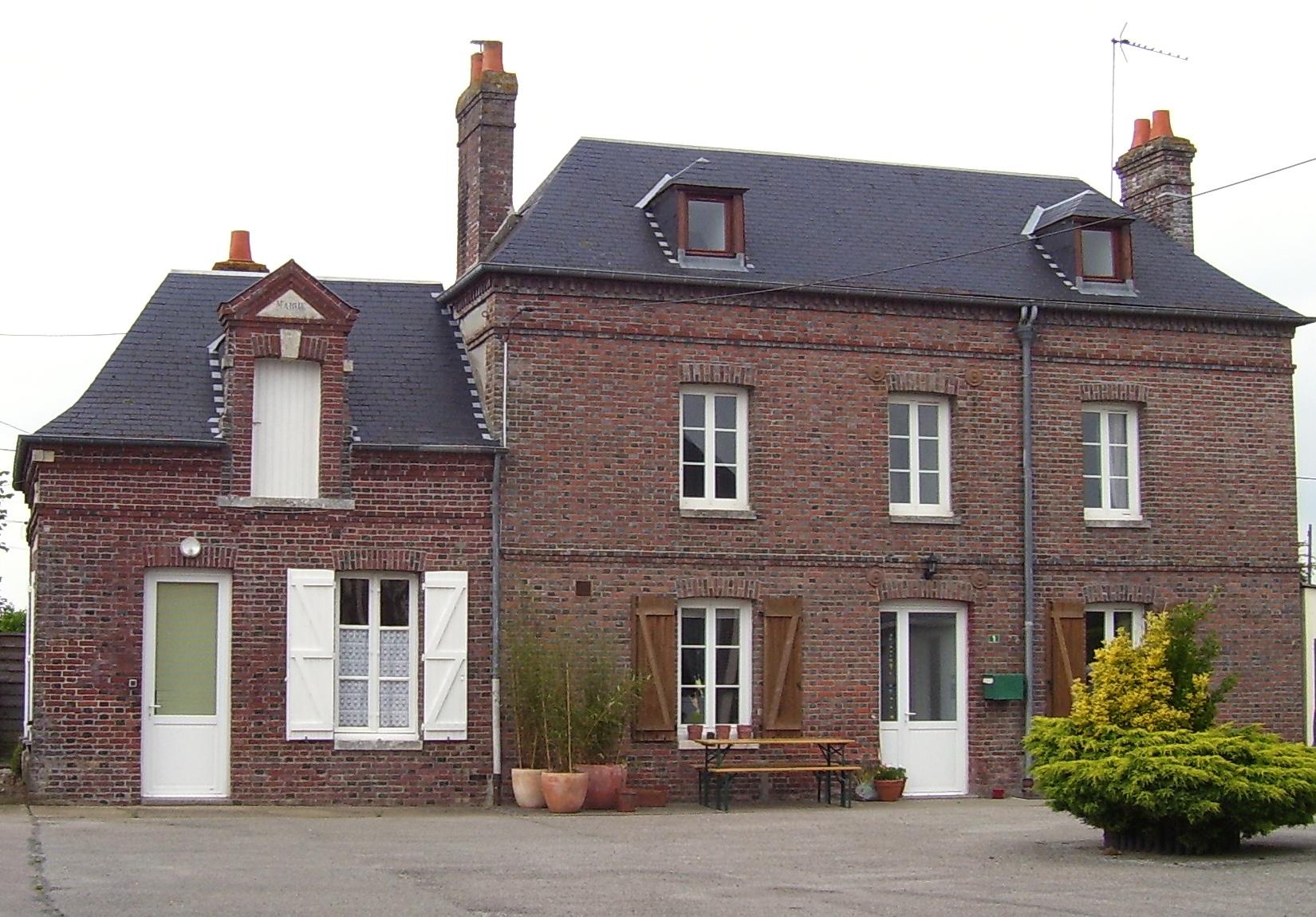 alte Mairie und Dorfschule in Aclou, eigenes Foto, Lizenz: public domain/gemeinfrei