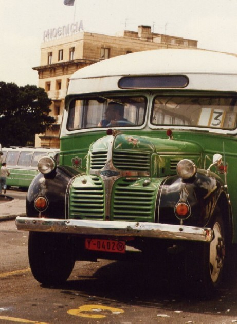 https://i0.wp.com/upload.wikimedia.org/wikipedia/commons/d/da/Malta_01_bus.jpg