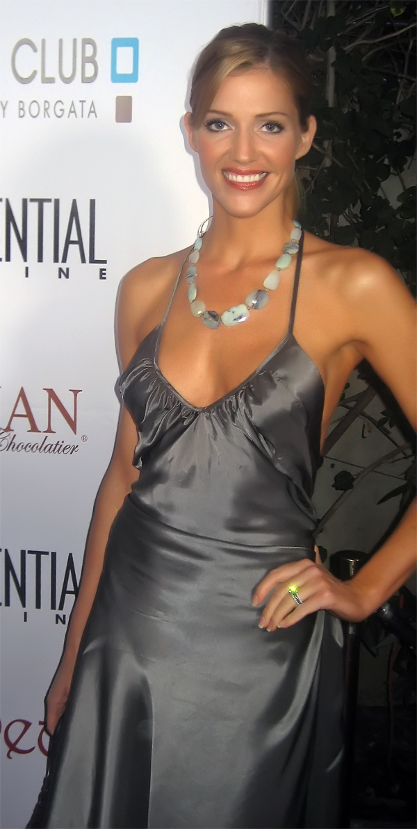 File:Tricia Helfer at 2008 pre-Emmy party (cropped).jpg - Wikimedia Commons