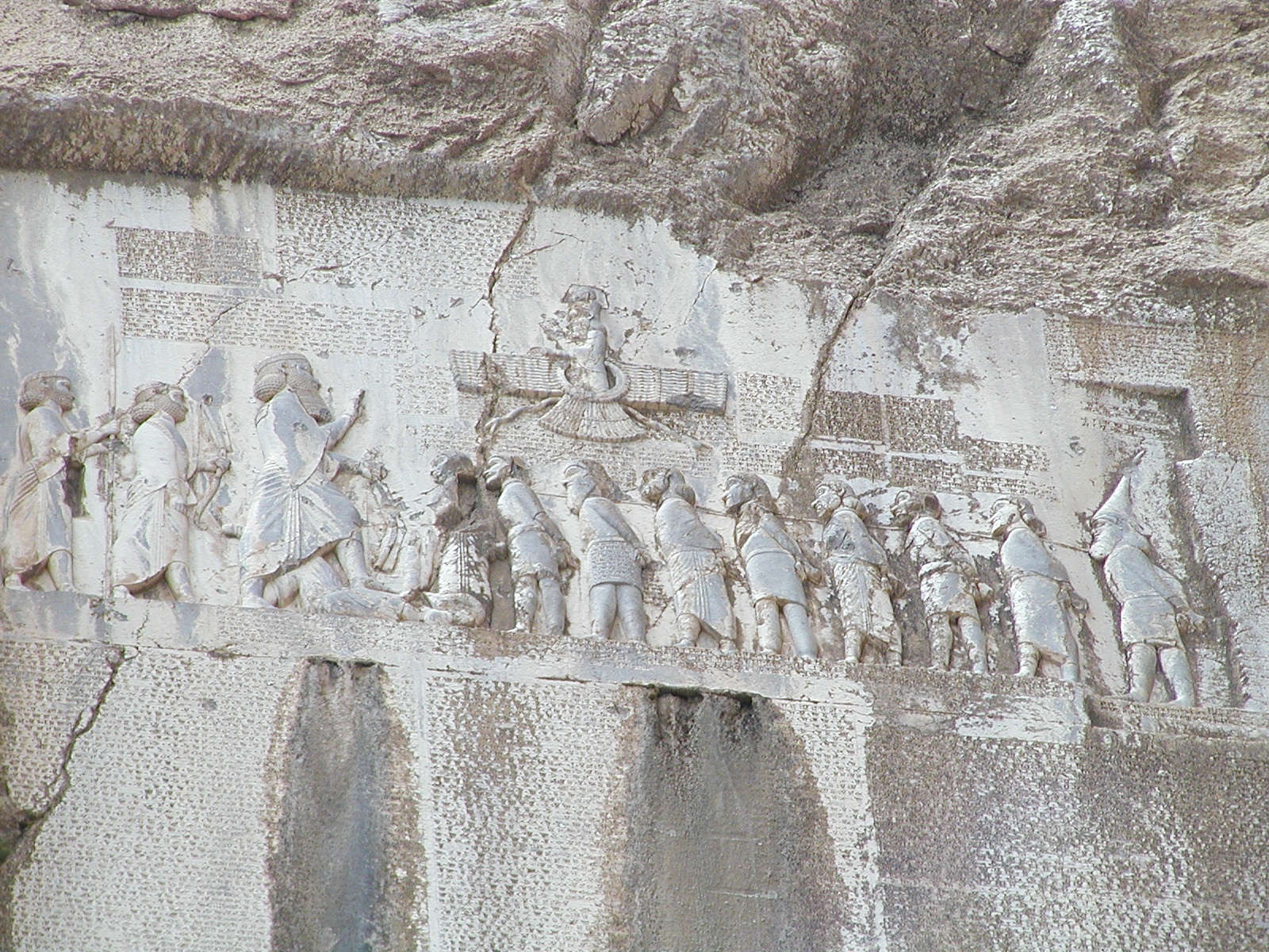 L'inscription trilingue du rocher de Behistun (Iran)