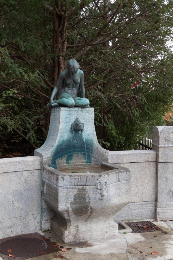 File Drinking Fountain With Sculpture In - Wikimedia Commons