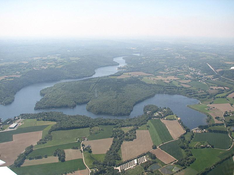 Photographie aérienne du lac de Guerlédan CC-BY-SA Pilot'22