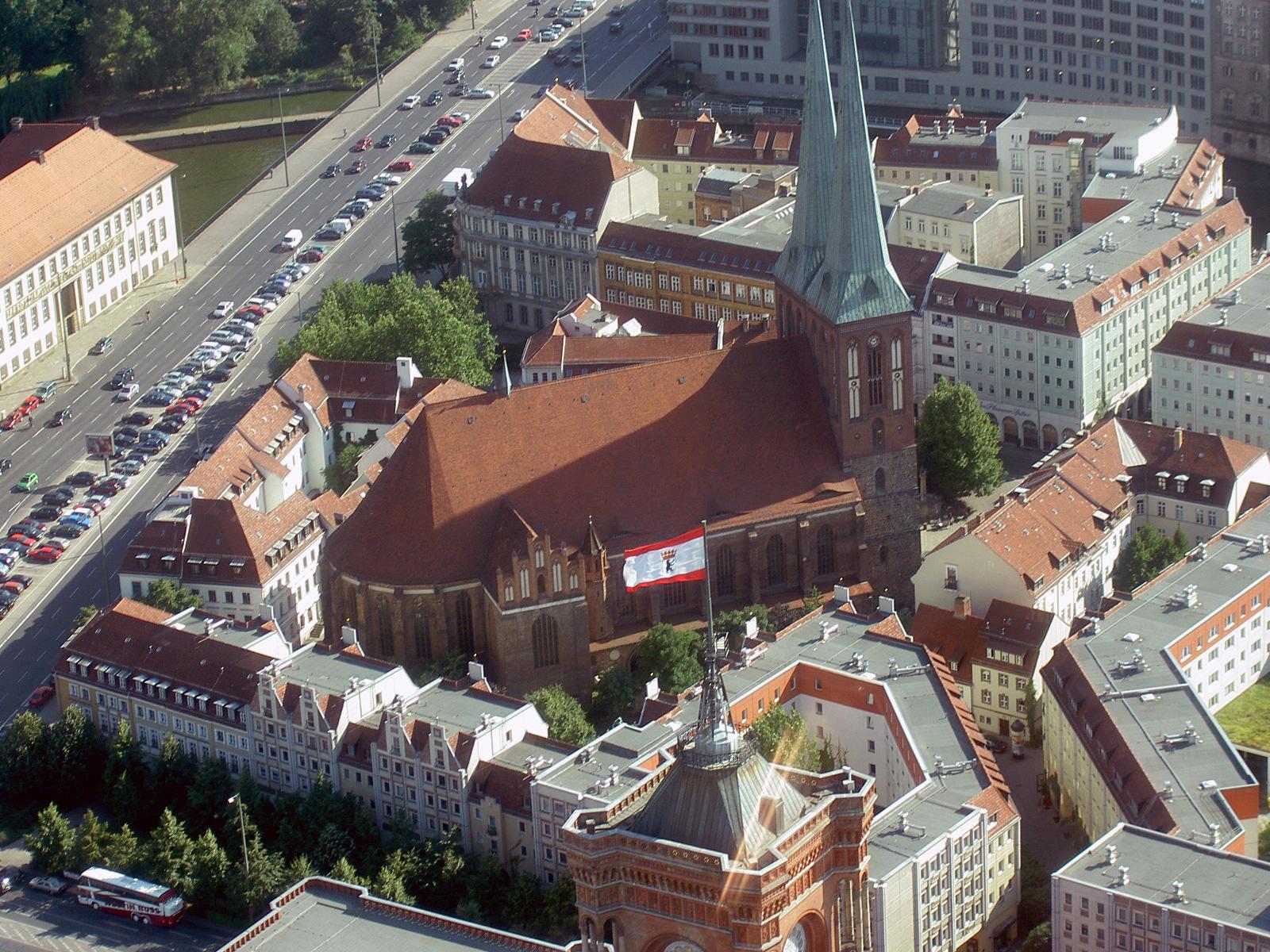 File:Nikolaikirche Berlin Fernsehturm.jpg