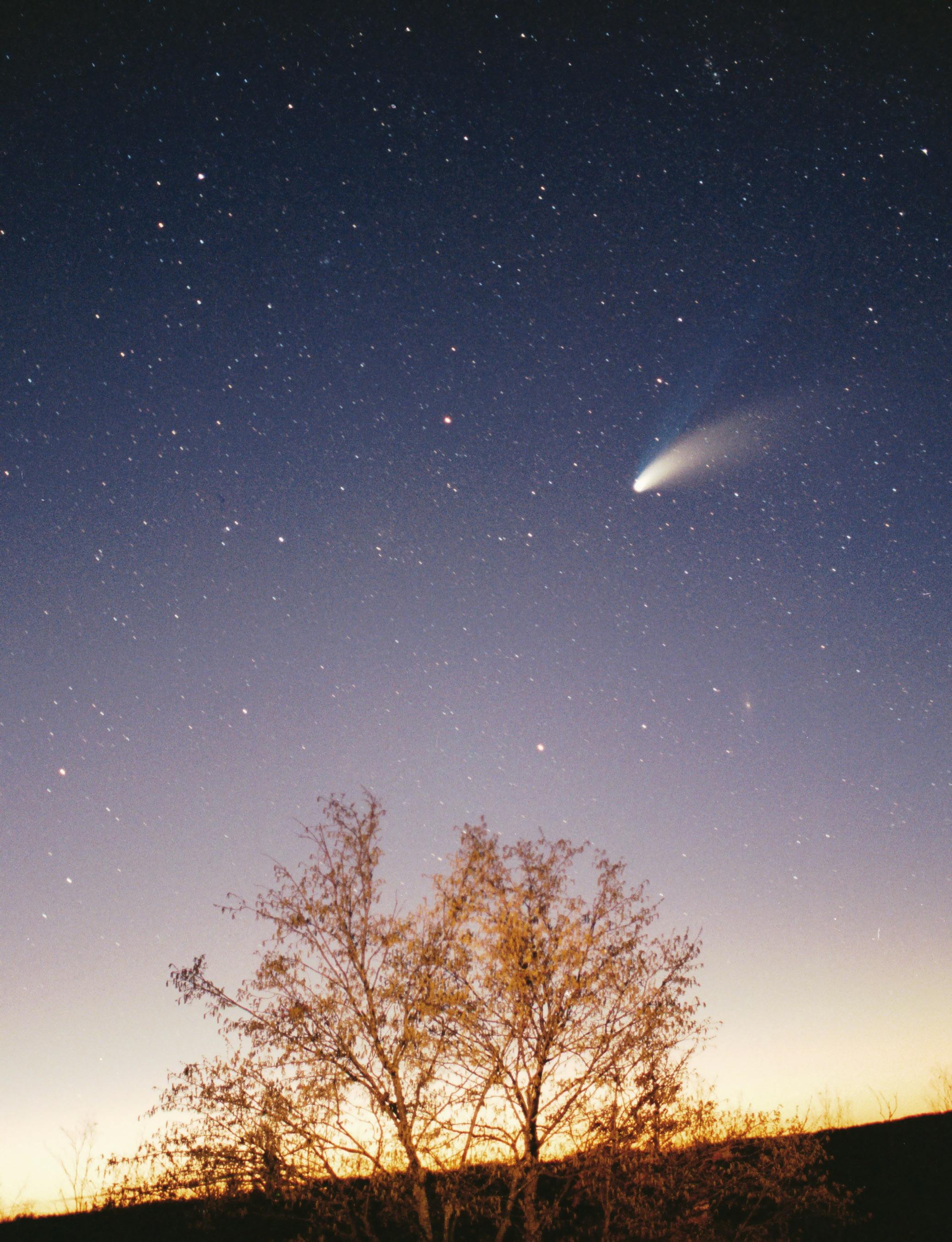 https://i0.wp.com/upload.wikimedia.org/wikipedia/commons/d/df/Comet-Hale-Bopp-29-03-1997_hires_adj.jpg