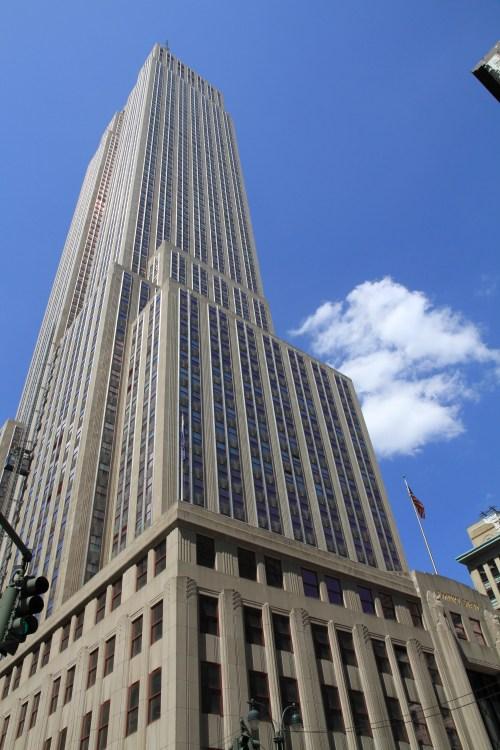 https://i0.wp.com/upload.wikimedia.org/wikipedia/commons/e/e0/USA-NYC-Empire_State0.JPG?resize=500%2C750&ssl=1