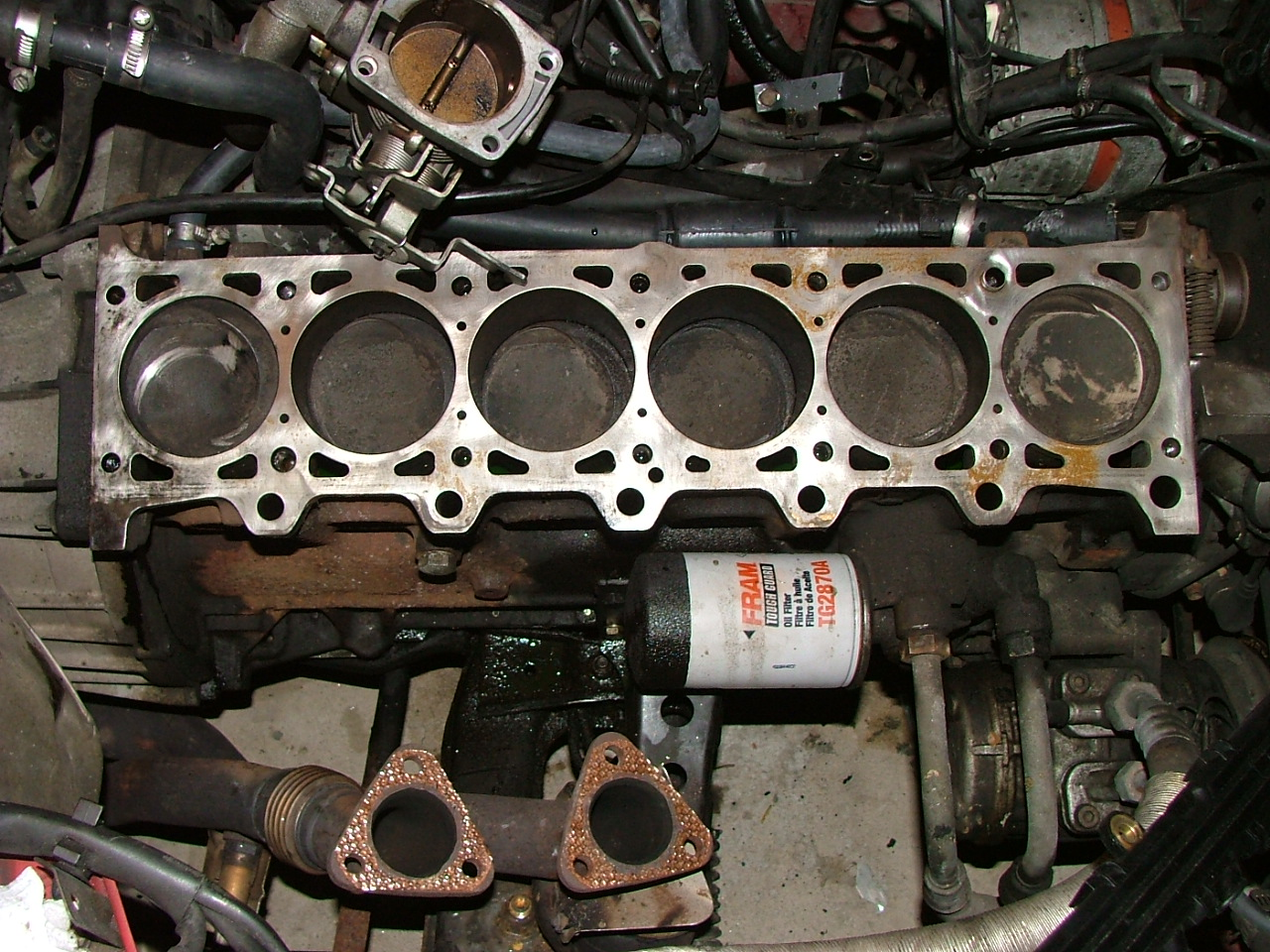 hight resolution of a bmw m20b25 engine with the cylinder head removed showing the pistons in the six cylinders of the engine