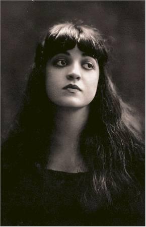 Rosa Ponselle em foto de estúdio de 1918.