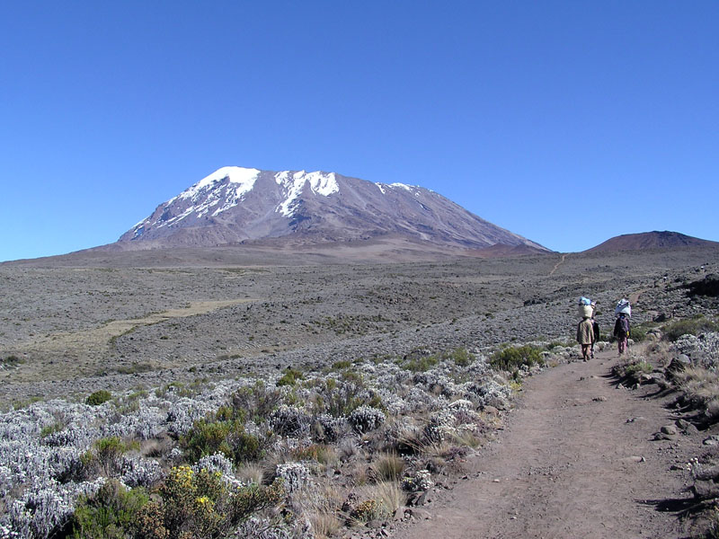 Bestand:Kibo summit of Mt Kilimanjaro 001.JPG