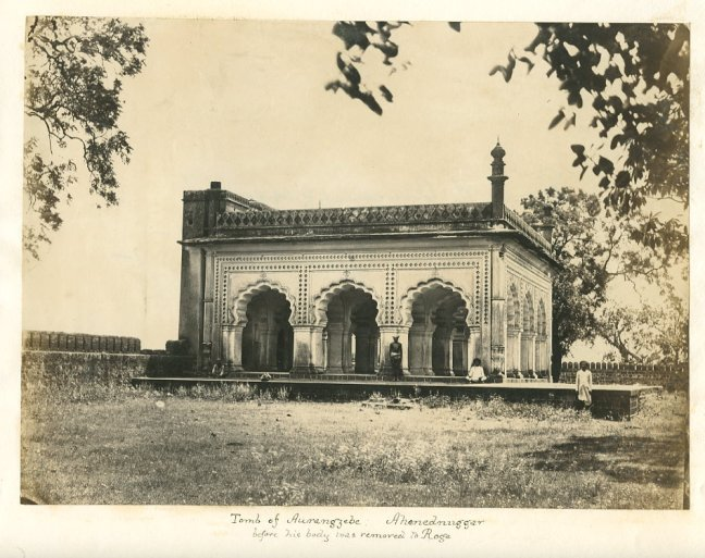 Aurangzeb Tomb in Ahmednagar (Maharashtra)