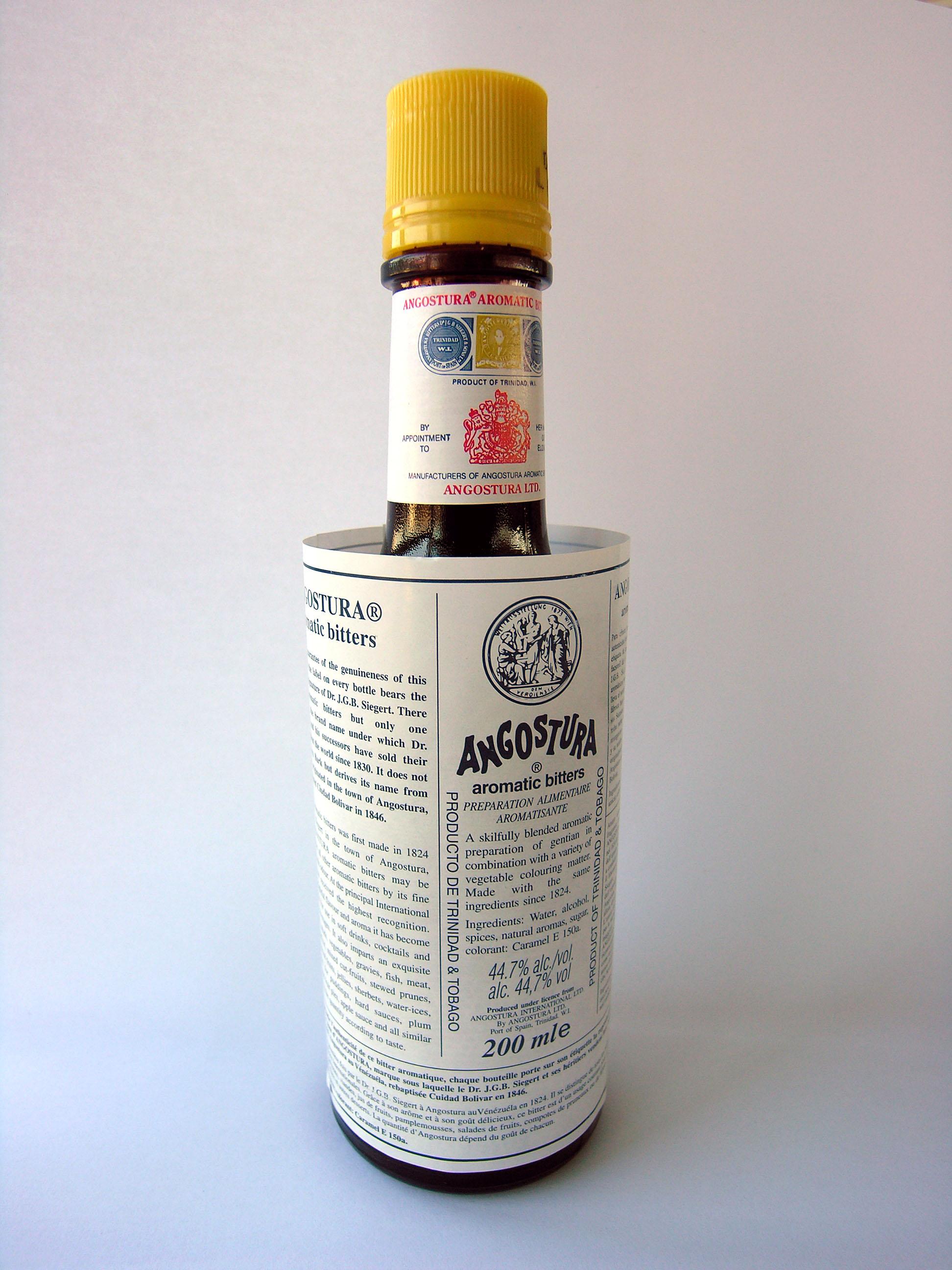 Angostura Bitters etiketė neteisingo dydžio ir to niekas nesiruošia keisti.