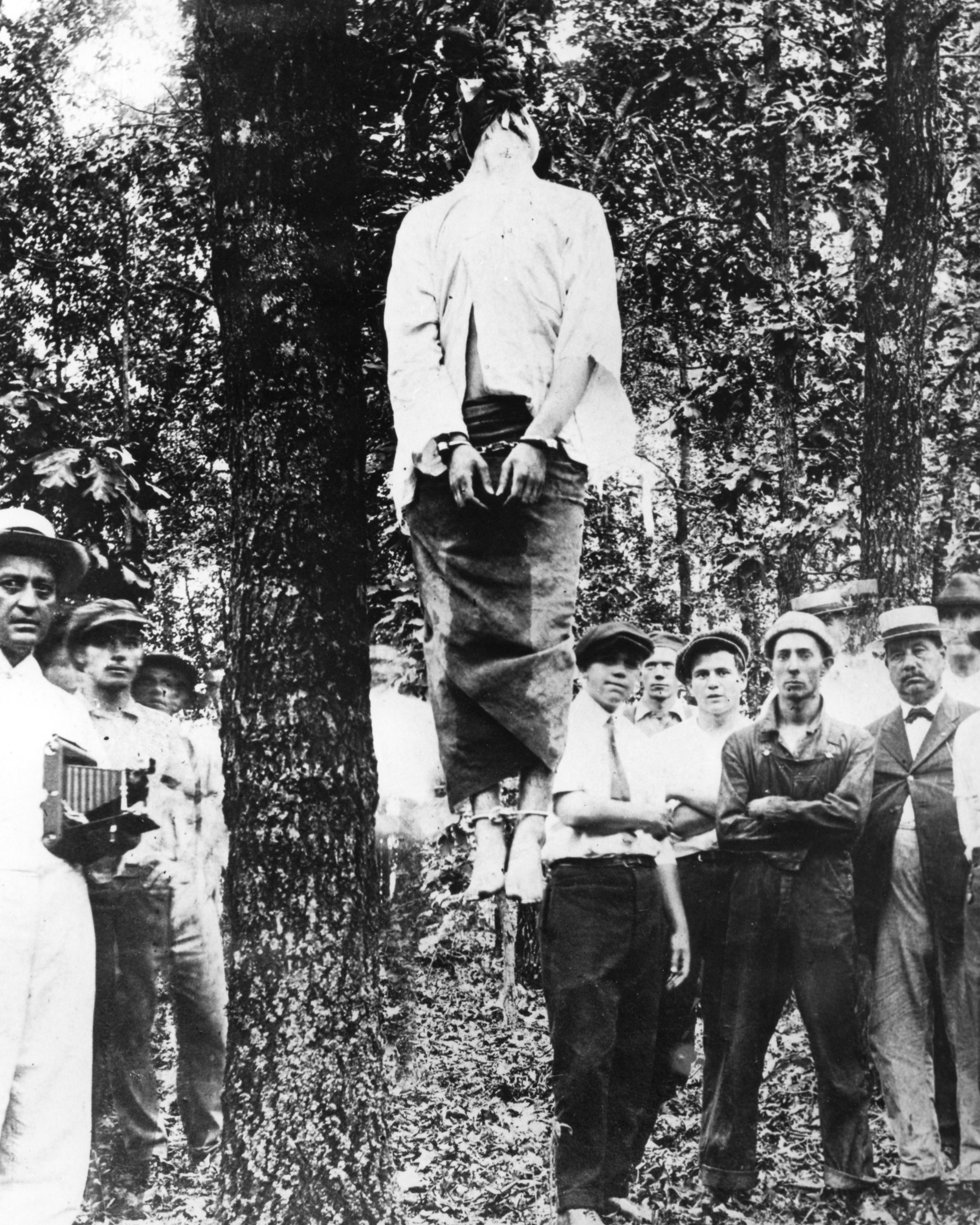 Hang the jew (Leo Frank's lynching, Atlanta, 1913)