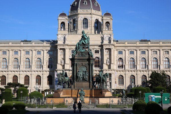 File Maria-theresien-denkmal Restaurierung Kunsthistorisches Museum Wien - Wikimedia