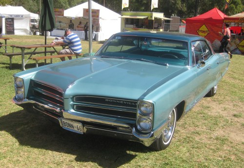 small resolution of file 1966 pontiac bonneville 4 door hardtop jpg