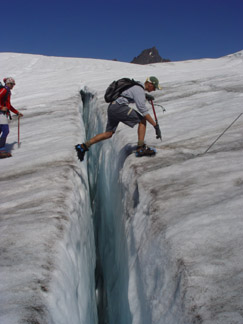 Crossing a crevasse on the Easton Glacier, Mou...