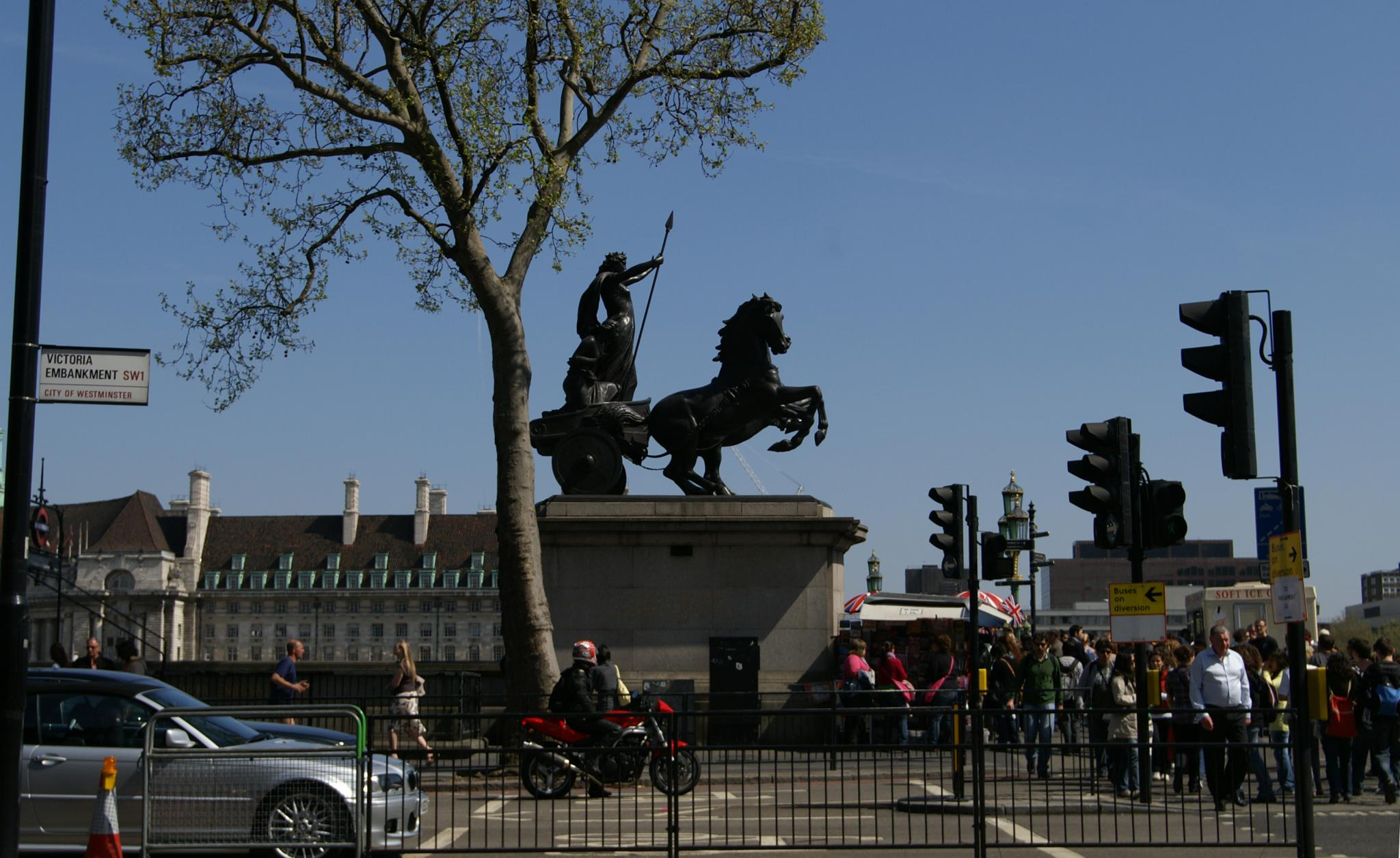 https://i0.wp.com/upload.wikimedia.org/wikipedia/commons/e/e6/Statue_of_Boudicca.jpg