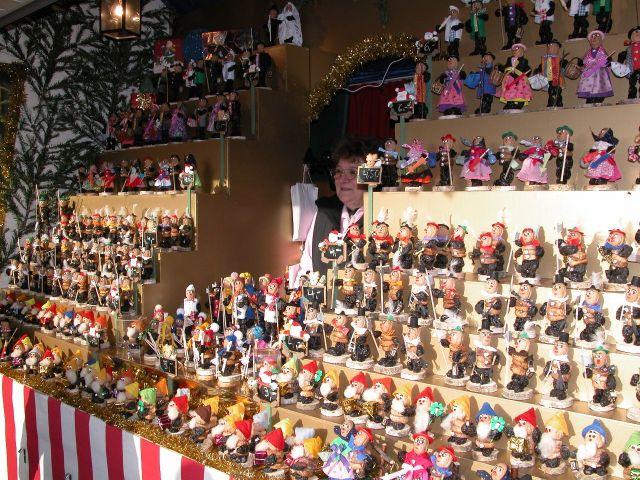 Zwetschgenmännle Christmas market in Nürnberg by Wikimedia