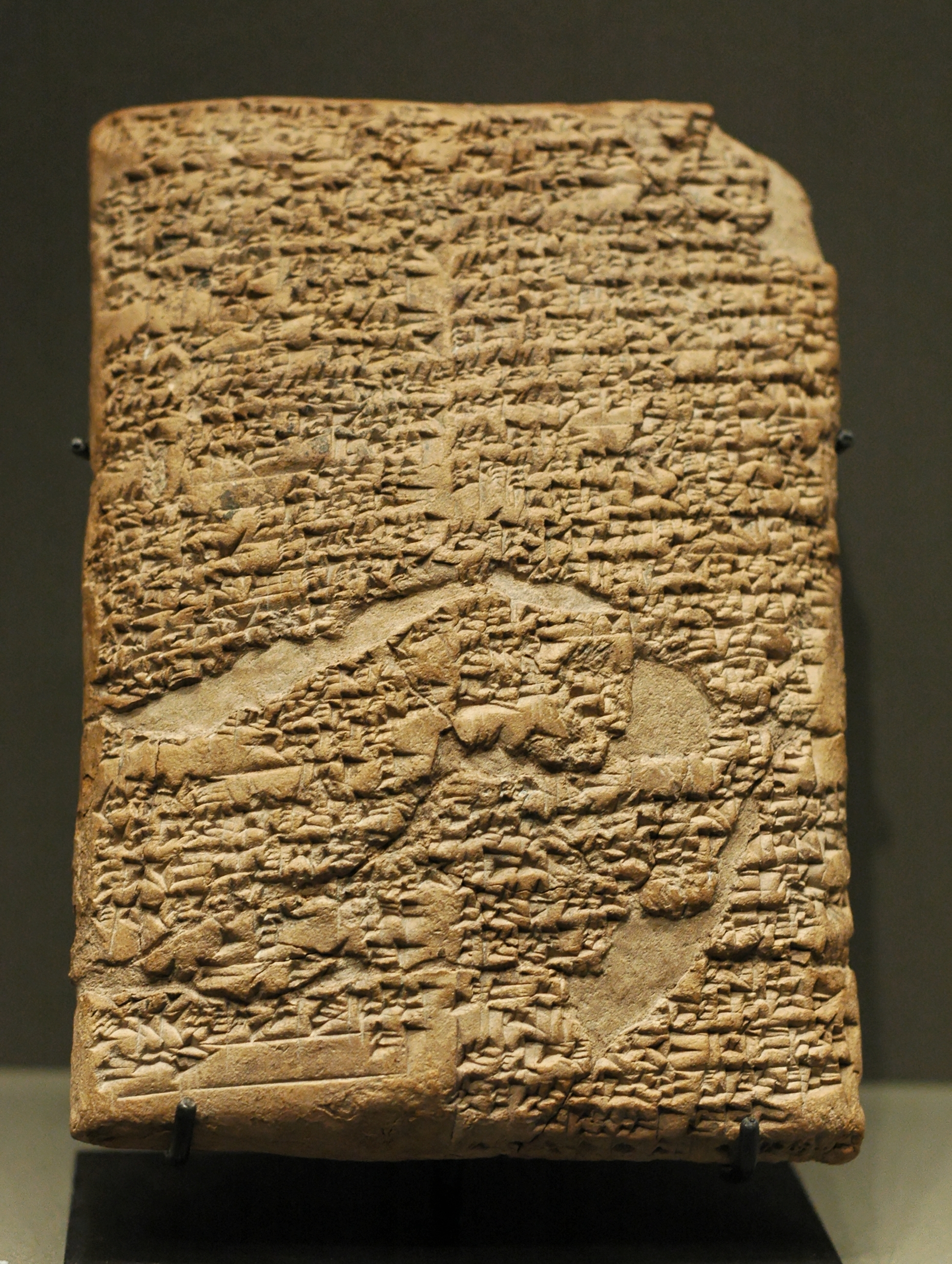 https://i0.wp.com/upload.wikimedia.org/wikipedia/commons/e/e8/Prologue_Hammurabi_Code_Louvre_AO10237.jpg