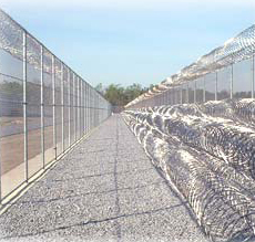 English: Concertina razor wire at a prison