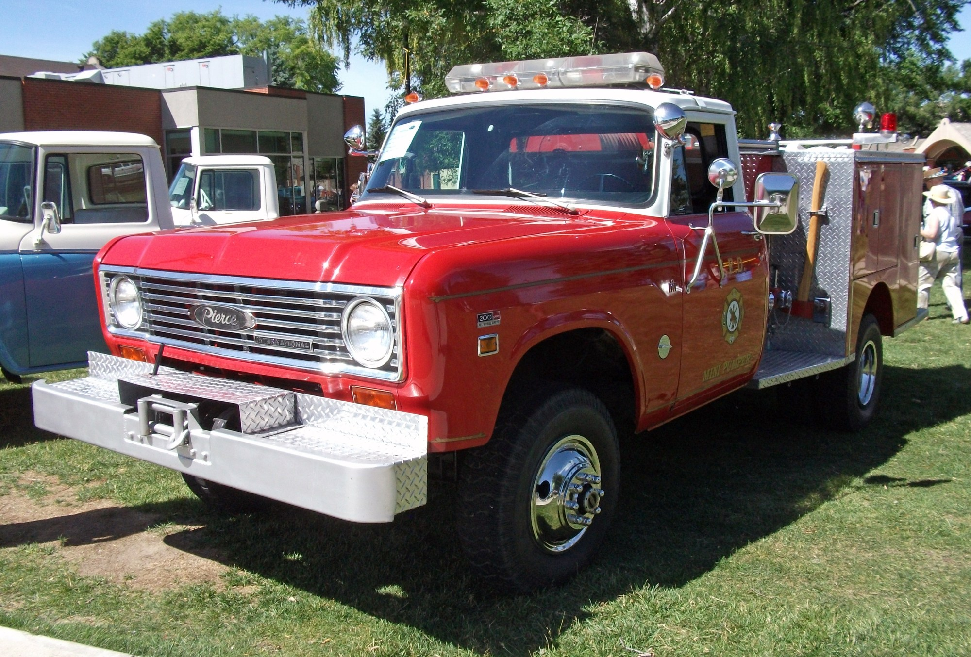 hight resolution of file 1975 international 200 fire truck jpg
