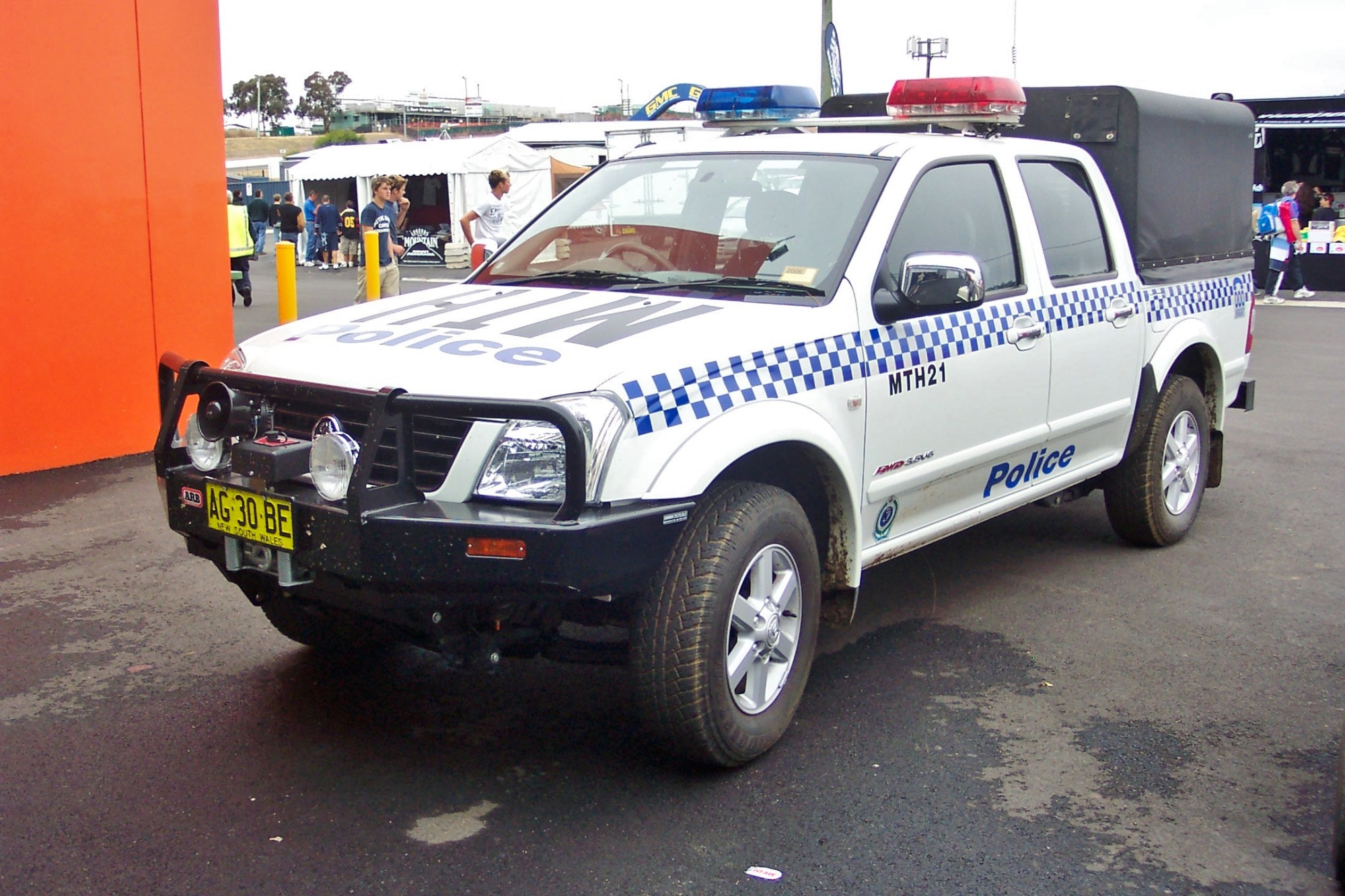 hight resolution of file 2005 holden ra rodeo lt paddy wagon nsw police 5498538468 jpg