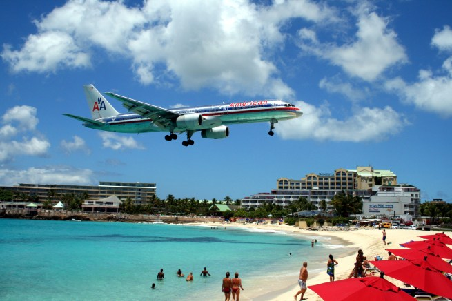 https://i0.wp.com/upload.wikimedia.org/wikipedia/commons/e/ea/American_757_on_final_approach_at_St_Maarten_Airport.jpg?resize=655%2C437&ssl=1