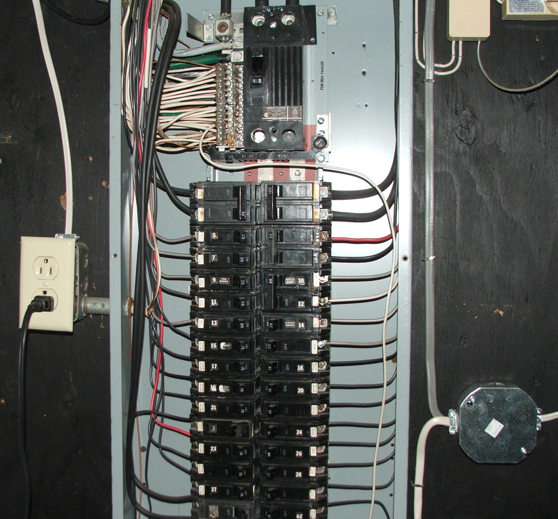 home circuit breaker panel diagram animal cell black and white file eeuu ge breakerpanelinnards jpg wikimedia commons